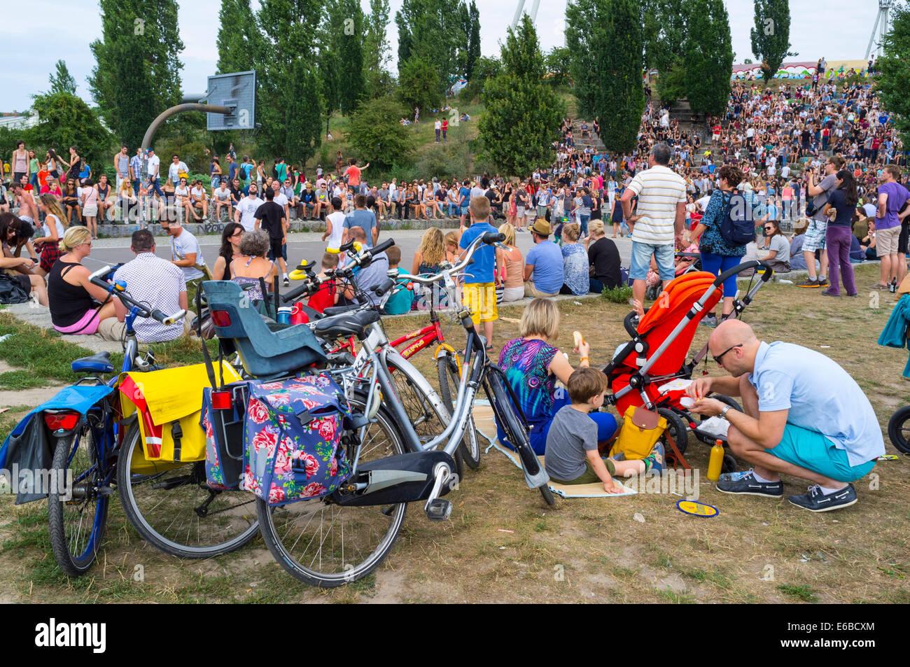 Wochenende am Mauerpark in Prenzlauer Berg in Berlin Deutschland Stockbild