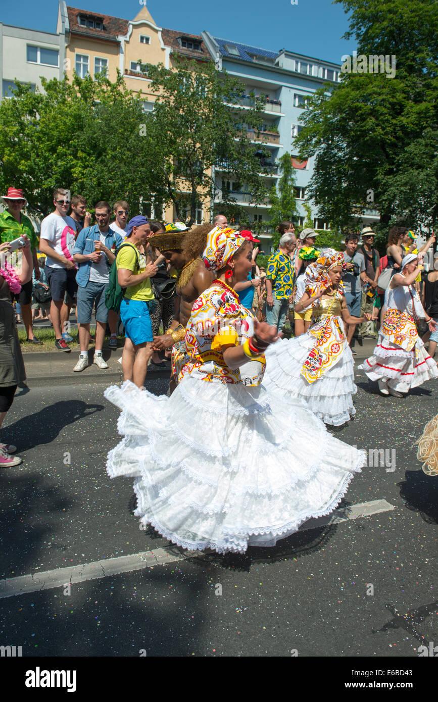 Teilnehmer am Karneval der Kulturen (Karneval der Kulturen), eines der wichtigsten städtischen Festivals in Stockbild