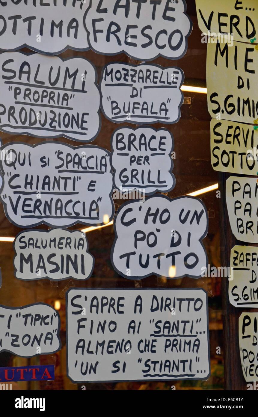 Italienisches Restaurant Mahlzeit Menüs auf Fenster, San Gimignano, Toskana, Italien, Europa Stockbild