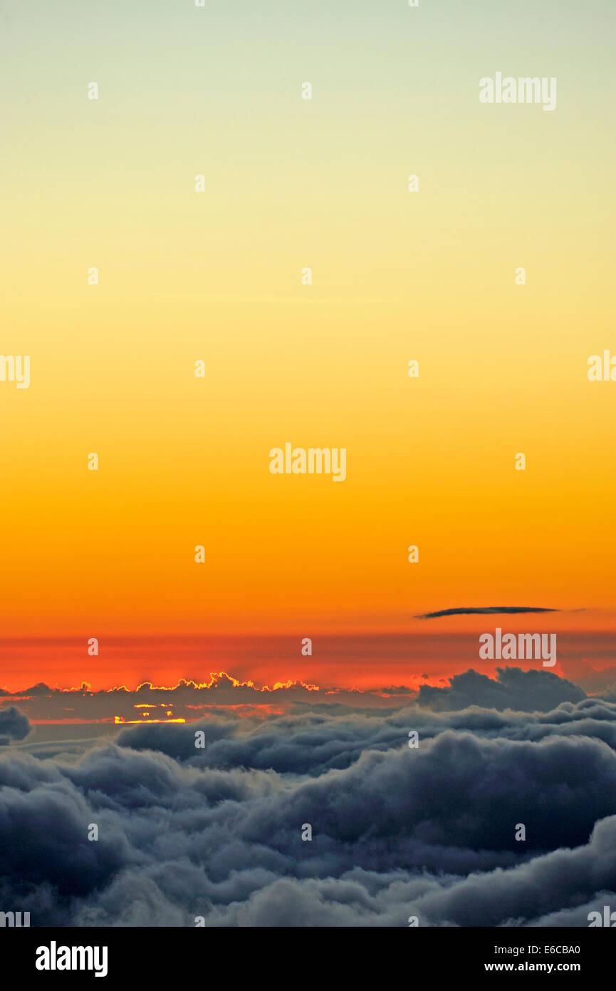 Über der Wolke, Wolkengebilde am Sonnenuntergang, Insel Maui, Hawaii Inseln, USA Stockbild