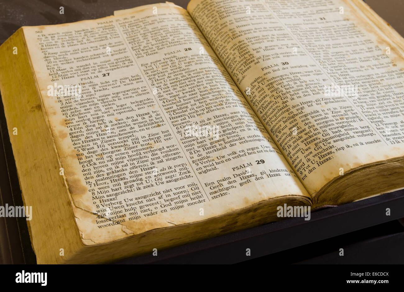 alte und vintage ffnen bibel stockfoto bild 72803386. Black Bedroom Furniture Sets. Home Design Ideas
