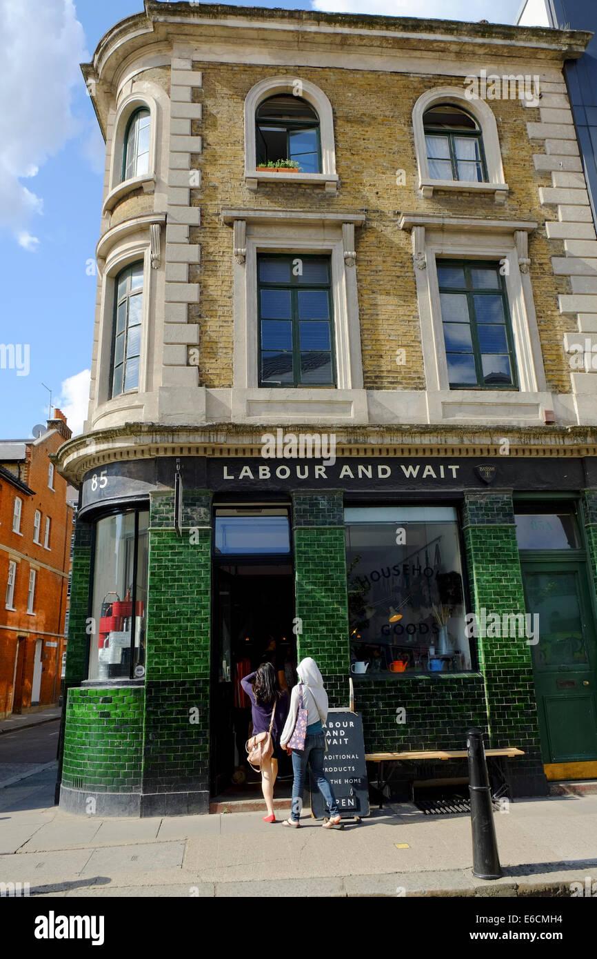 Arbeits- und Wartezeit Küche Utensil Shop in Shoreditch, London Stockbild