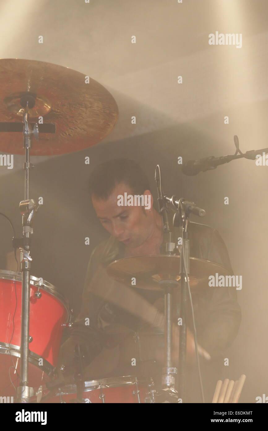 Band live auf der Bühne Stockfotografie - Alamy