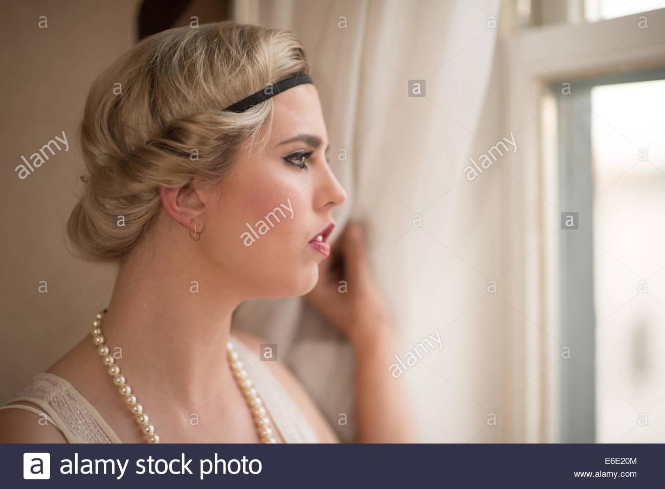 Kopf Einer Frau Mit Einem 20er Jahre Frisur Im Profil Schauen Aus