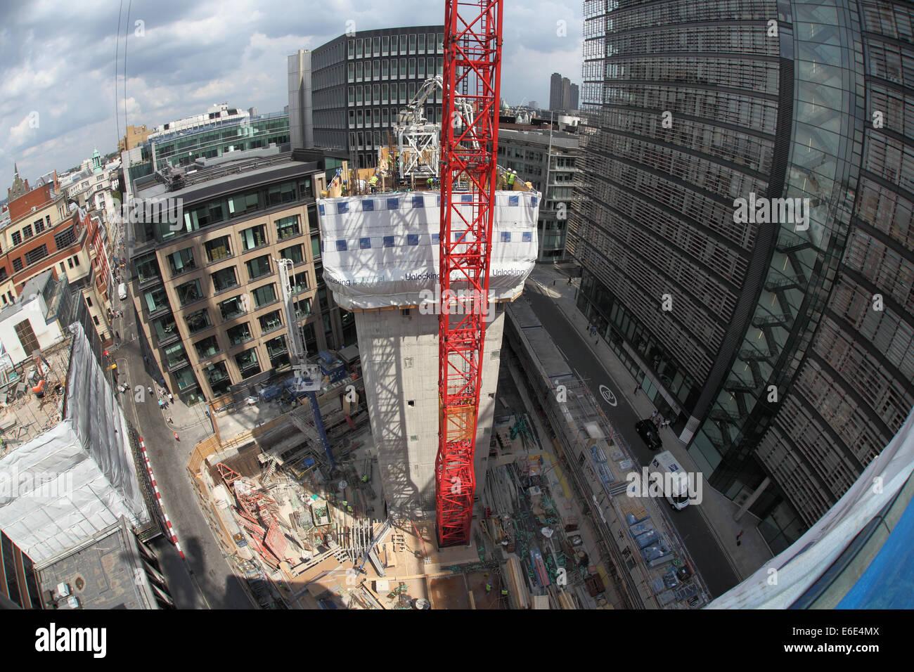 Fischaugen-Blick auf einer geschlossenen zentralen London Baustelle, zeigen die konkreten Kern mit einem Slip-Form Stockbild
