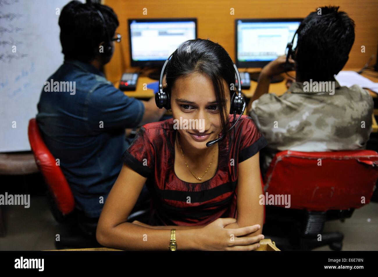 Westbengal Indien, Kolkata, junge Frauen arbeiten im Callcenter fordern Kunden Service-Anfragen oder Verkauf von Stockfoto
