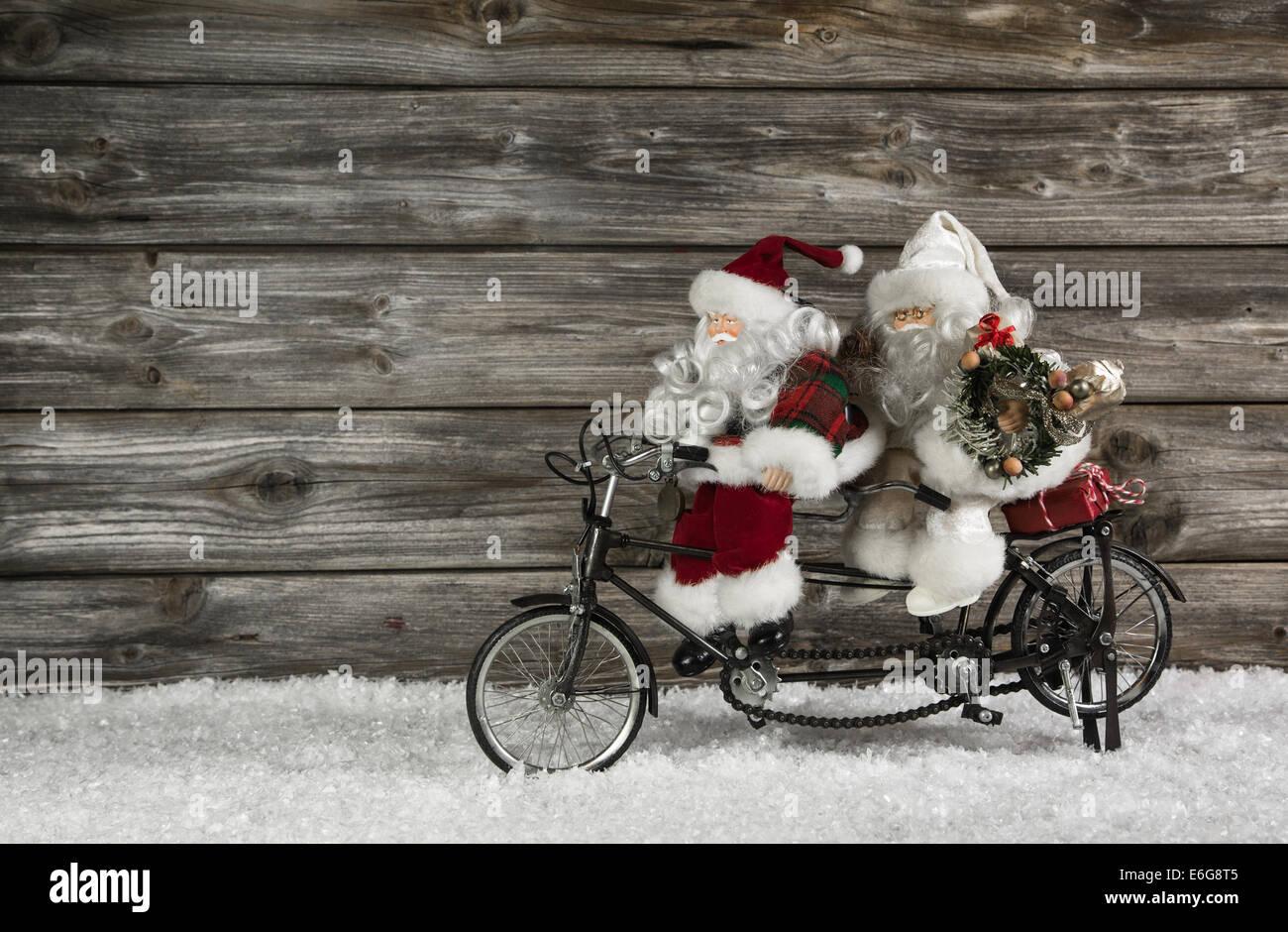 Das Weihnachten.Lustiges Aus Holz Weihnachten Hintergrund Mit Zwei Santa Claus Auf