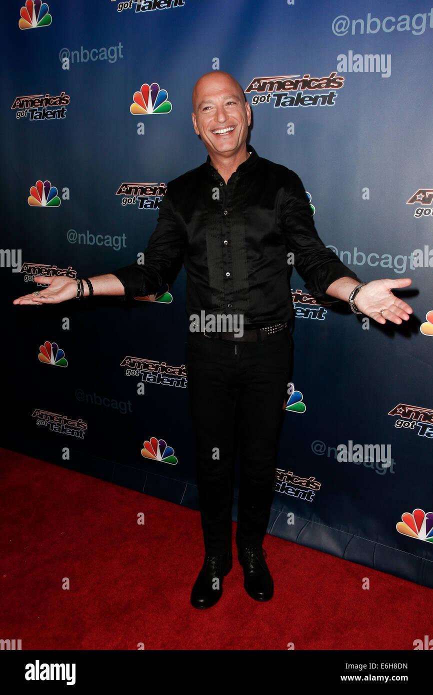 """Howie Mandel kümmert sich hinter den Kulissen Post-Show roter Teppich für NBC's """"America es Got Stockbild"""