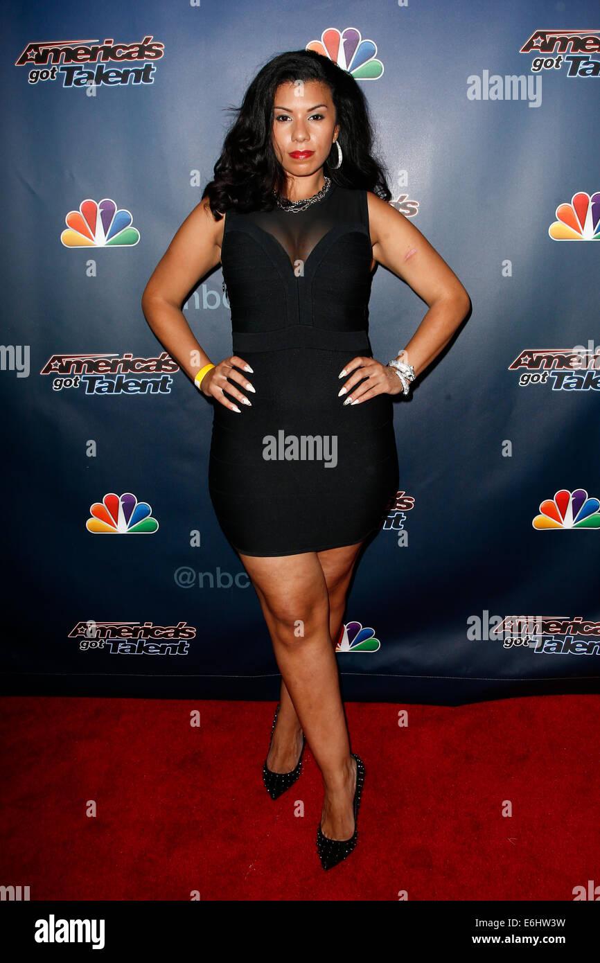 """Sängerin Kelli Glover kümmert sich hinter den Kulissen Post-Show roter Teppich für NBC's """"America Stockbild"""
