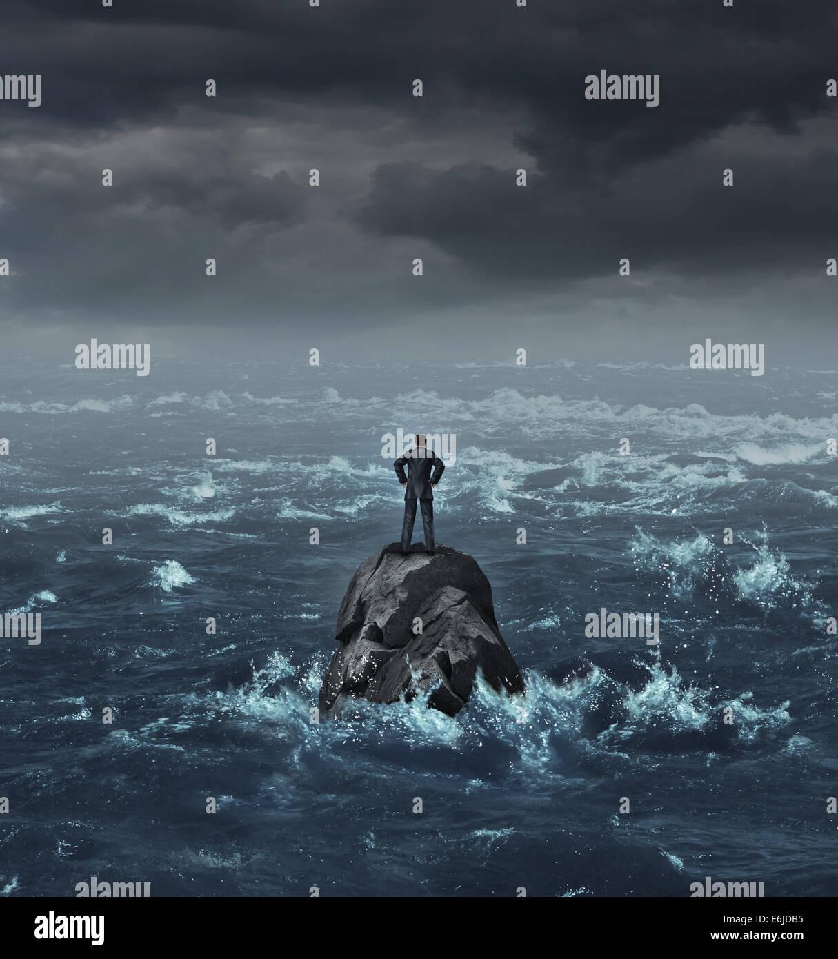 Gestrandete Geschäftsmann verloren auf See stehen auf einem isolierten Felsen als ein Geschäftskonzept Stockbild