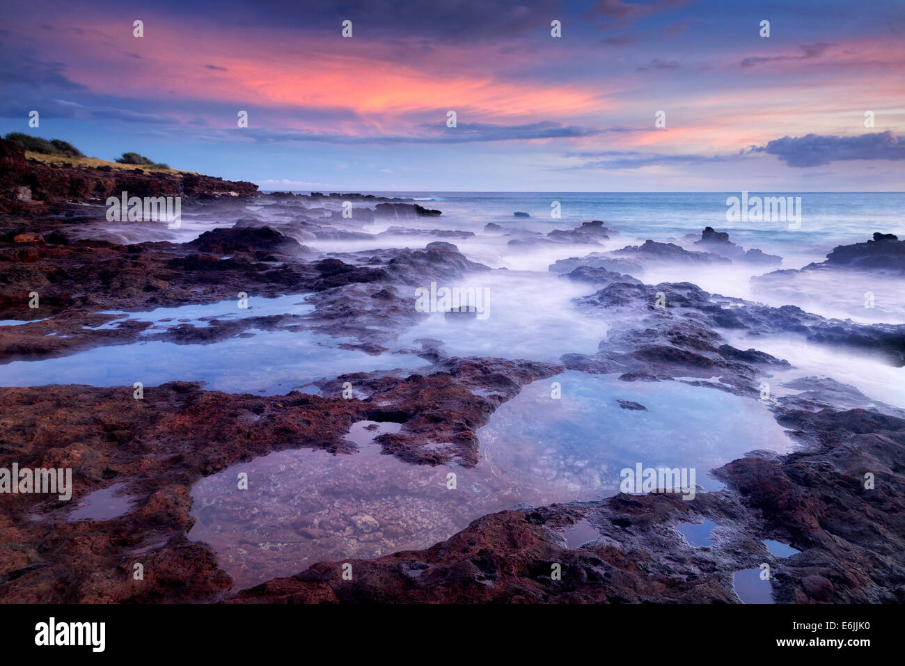 Sonnenuntergang und Tidepools. Lanai, Hawaii Stockbild