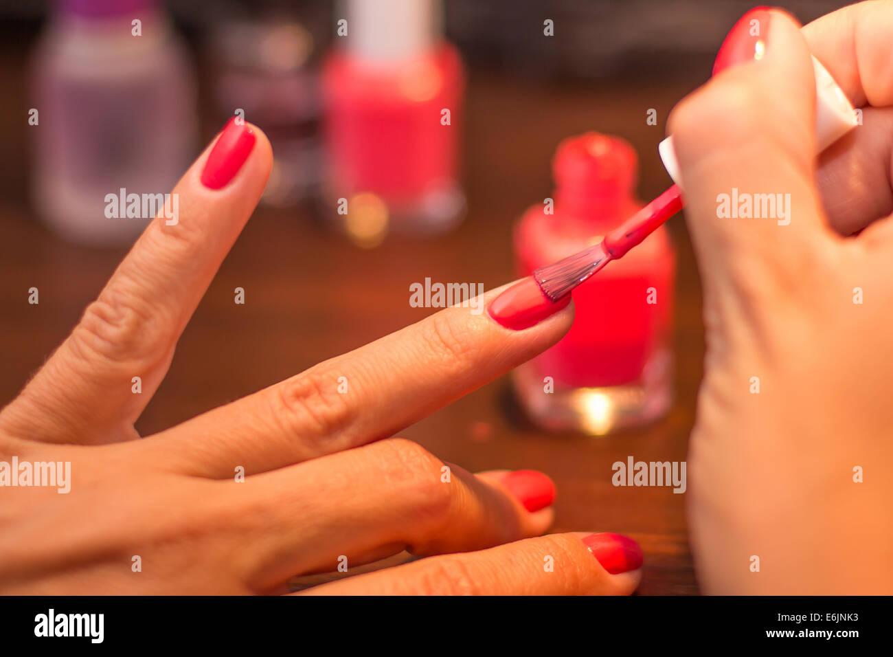 Red Finger Nails Stockfotos & Red Finger Nails Bilder - Alamy