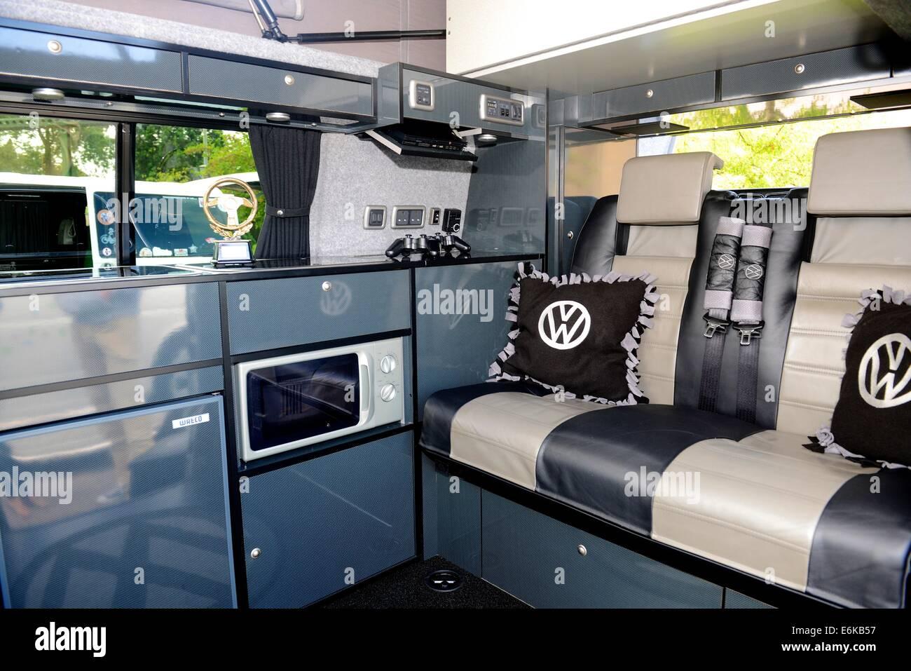 Innenraum des Volkswagen Transporter T5 im National Motor Museum in ...