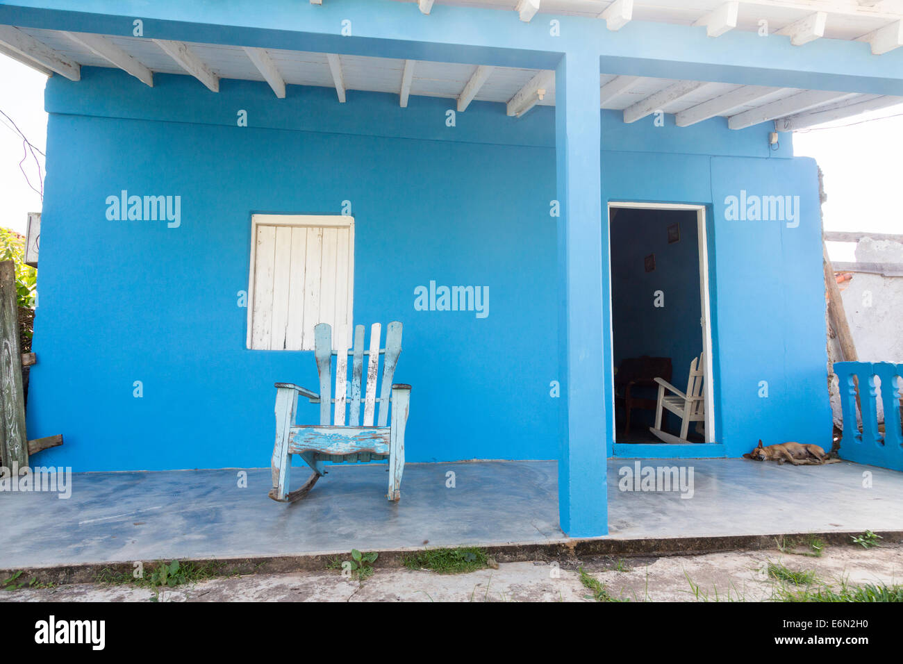 vinales cuba blue house stockfotos vinales cuba blue house bilder alamy. Black Bedroom Furniture Sets. Home Design Ideas