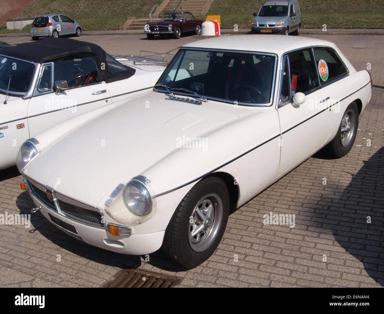 MG B GT (1971), niederländischer Lizenz Registrierung DL-12-11, pic2 Stockbild