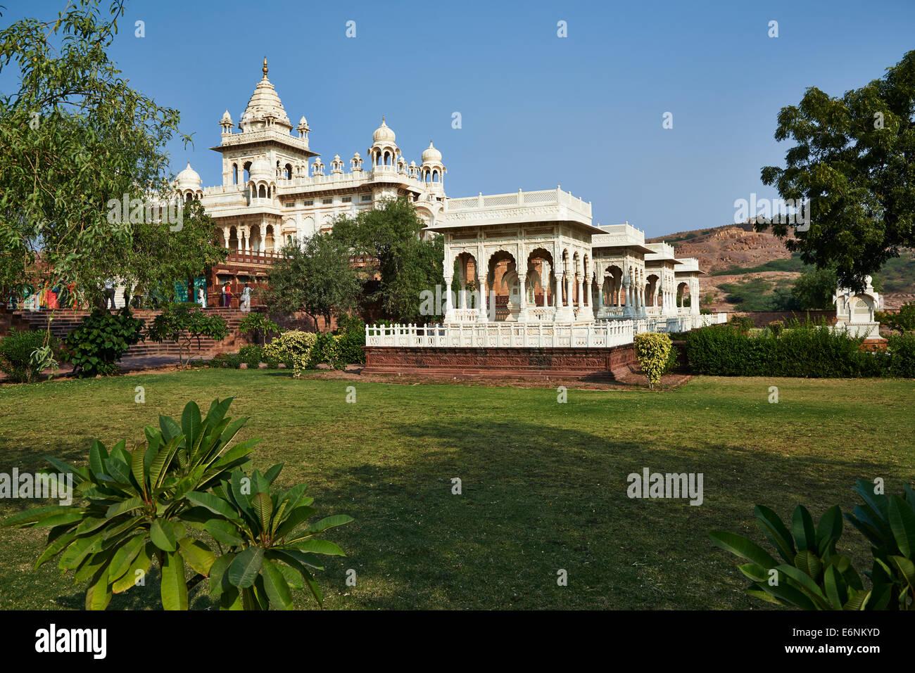 Das Jaswant Thada Mausoleum, hergestellt aus weißem Marmor, Jodhpur, Rajasthan, Indien Stockbild