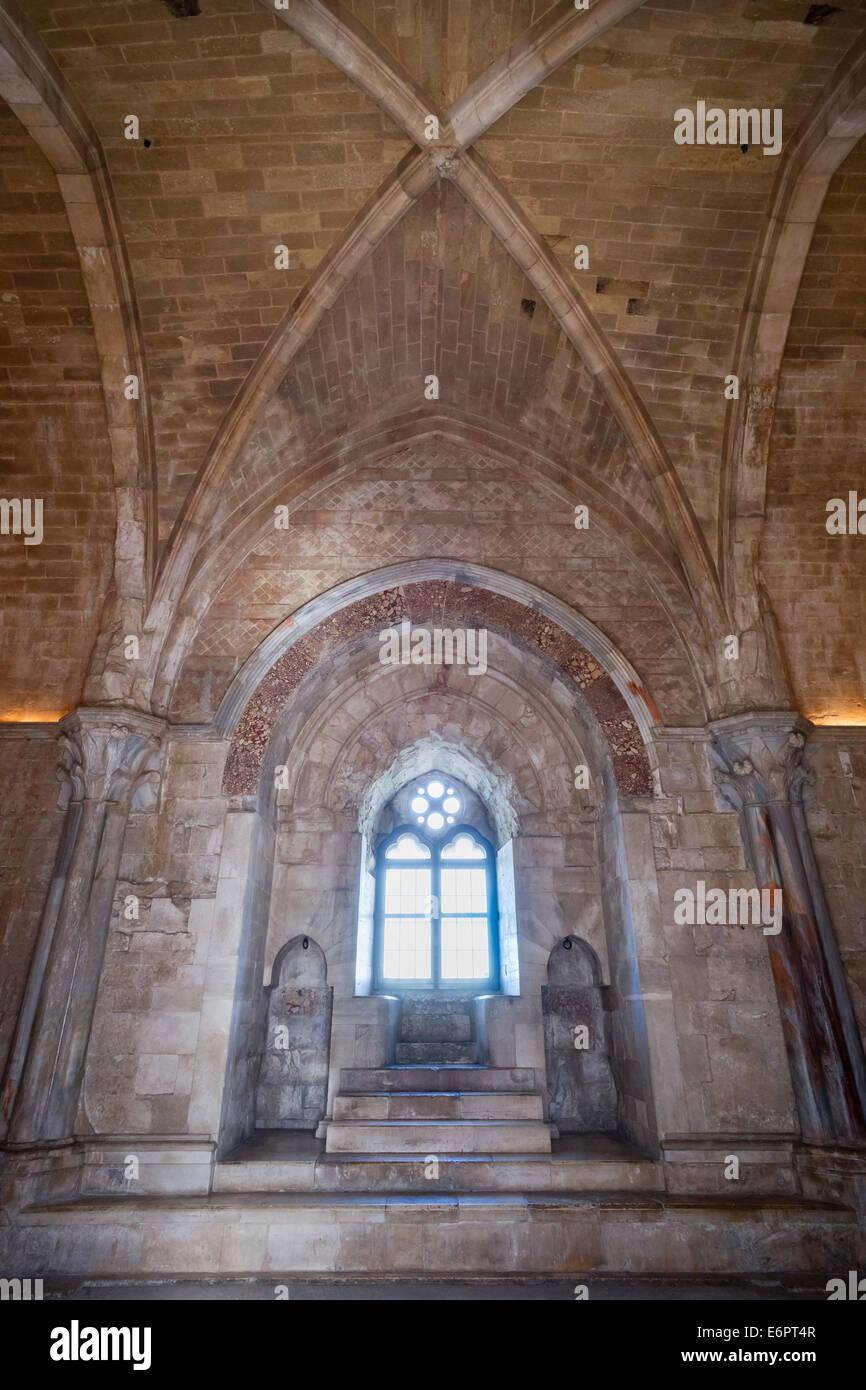 Thron Zimmer, Fenster Gehäuse aus Breccia Rossa, Castel del Monte, Burg, UNESCO-Weltkulturerbe, erbaut 1240 Stockbild