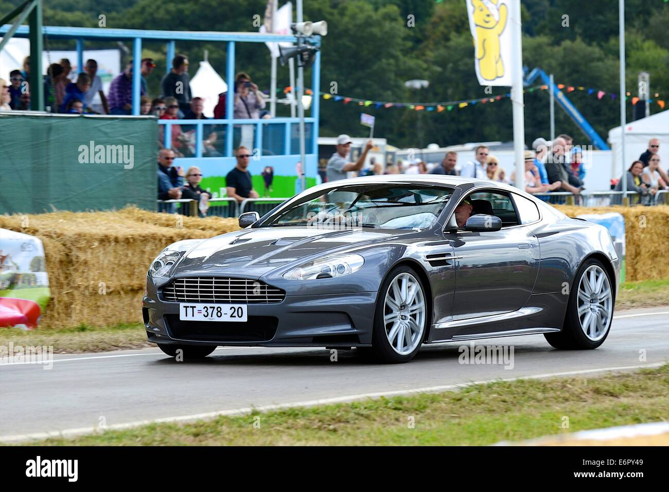 James Bond Aston Martin Dbs Aus Casino Royale Bei Chris Evans Carfest South Zugunsten Von Kindern In Not Stockfotografie Alamy