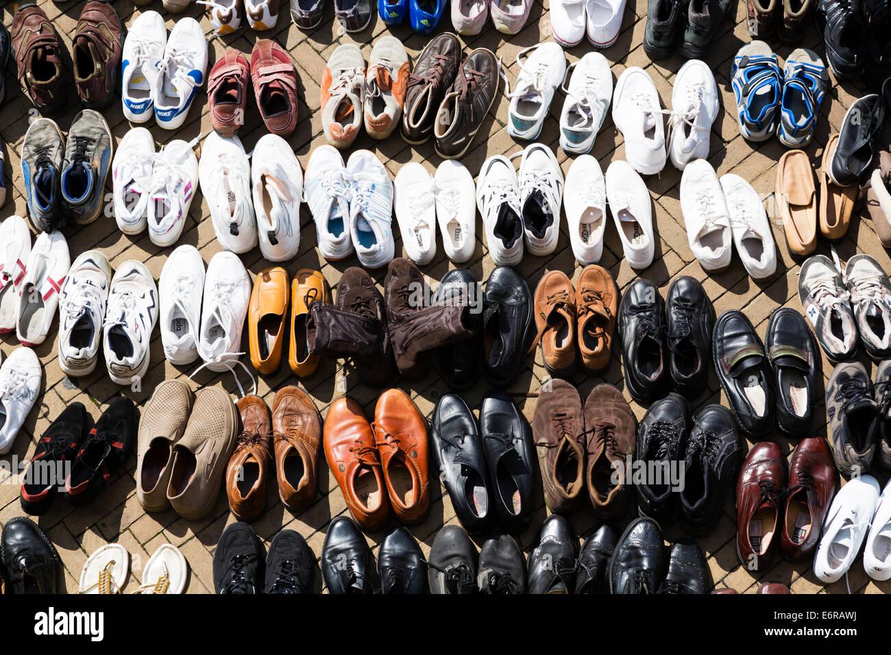 Gebrauchte Schuhe Stockfotos & Gebrauchte Schuhe Bilder Alamy