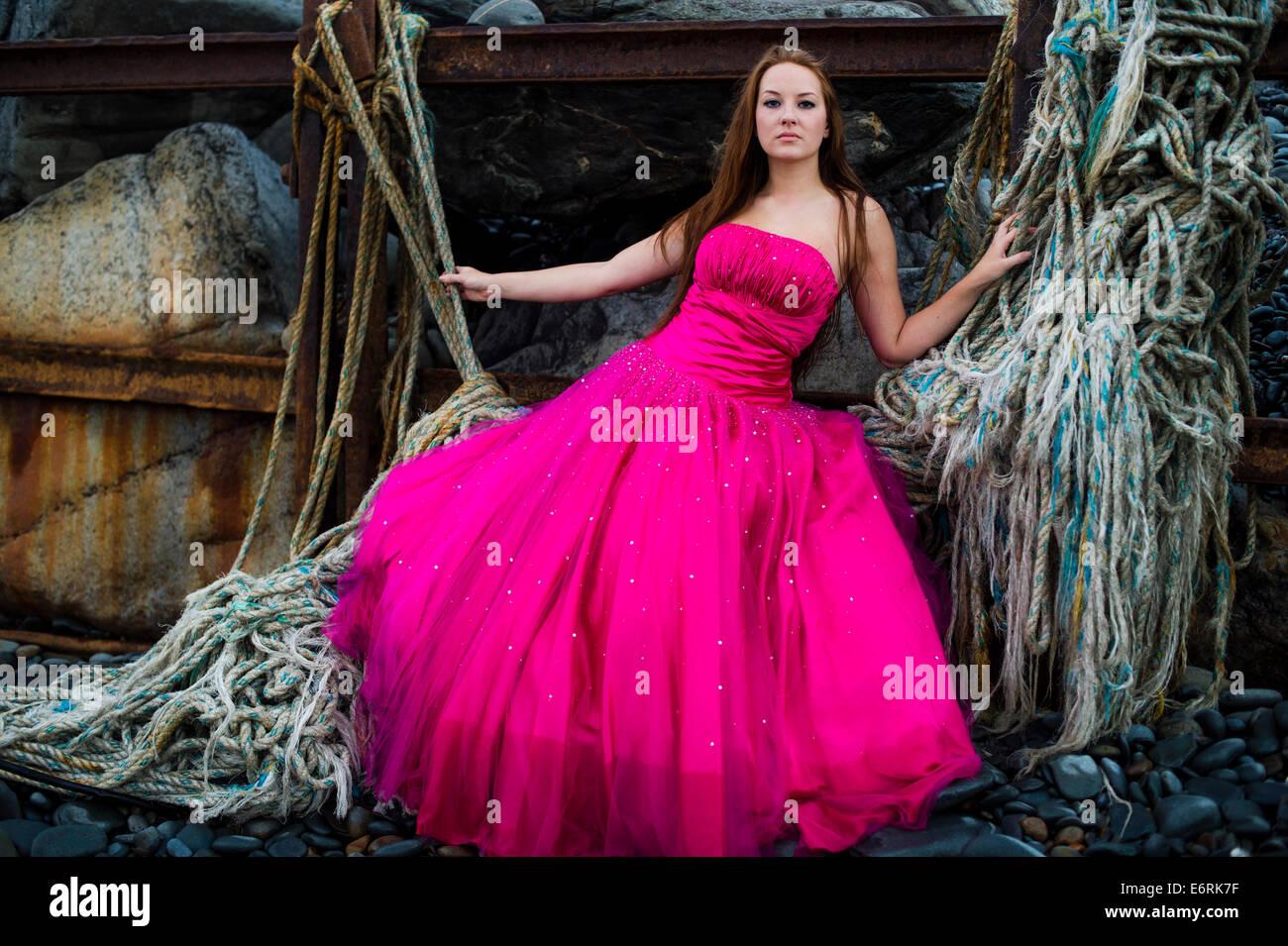 Eine junge Frau Mädchen Modell tragen eine \