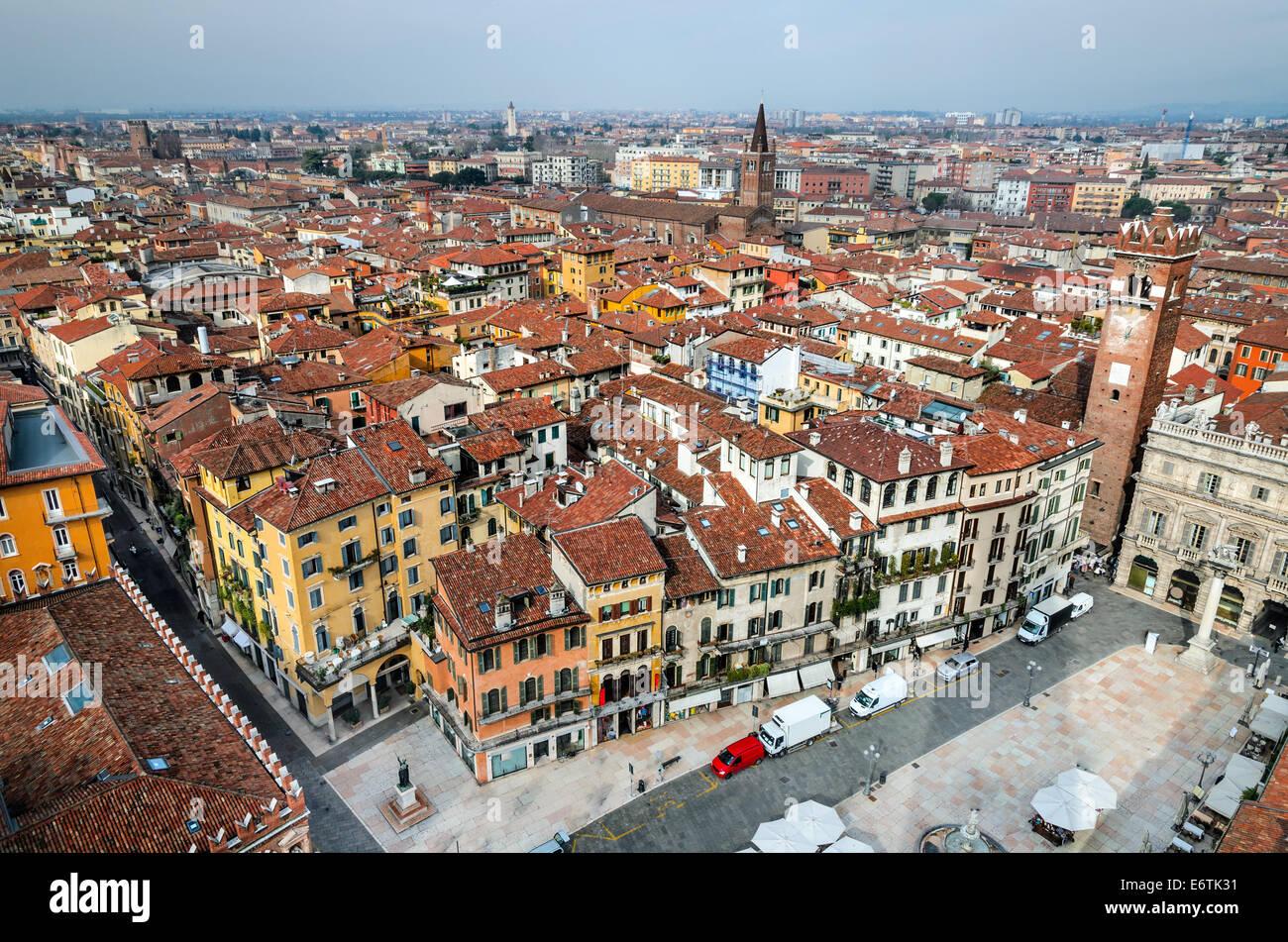 Panorama von Verona (Italien) mit Piazza Delle Erbe und antiken Stadt von Romeo und Julia. Stockbild