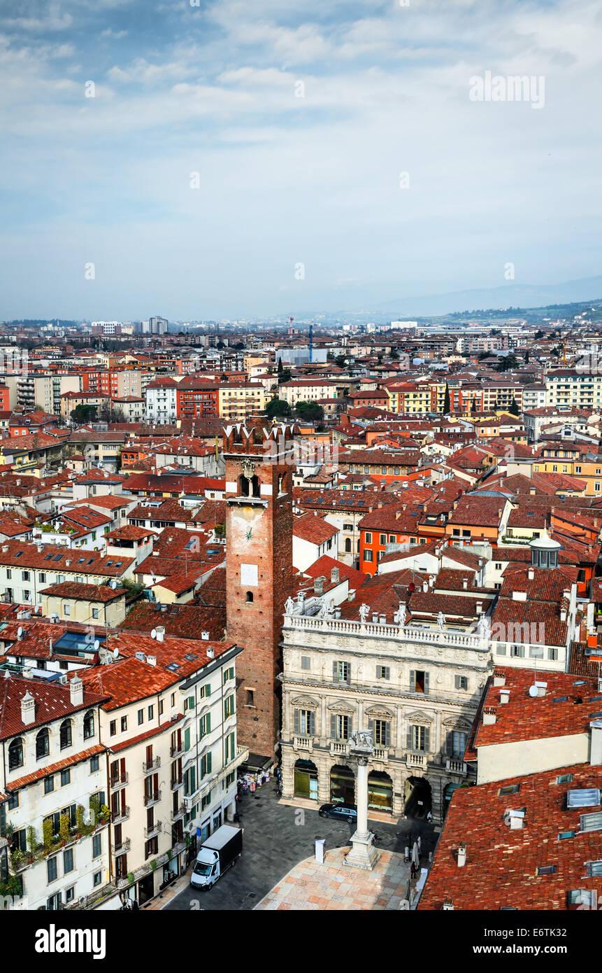 Verona, Italien, Panorama mit Piazza Delle Erbe und antiken Stadt von Romeo und Julied. Stockbild