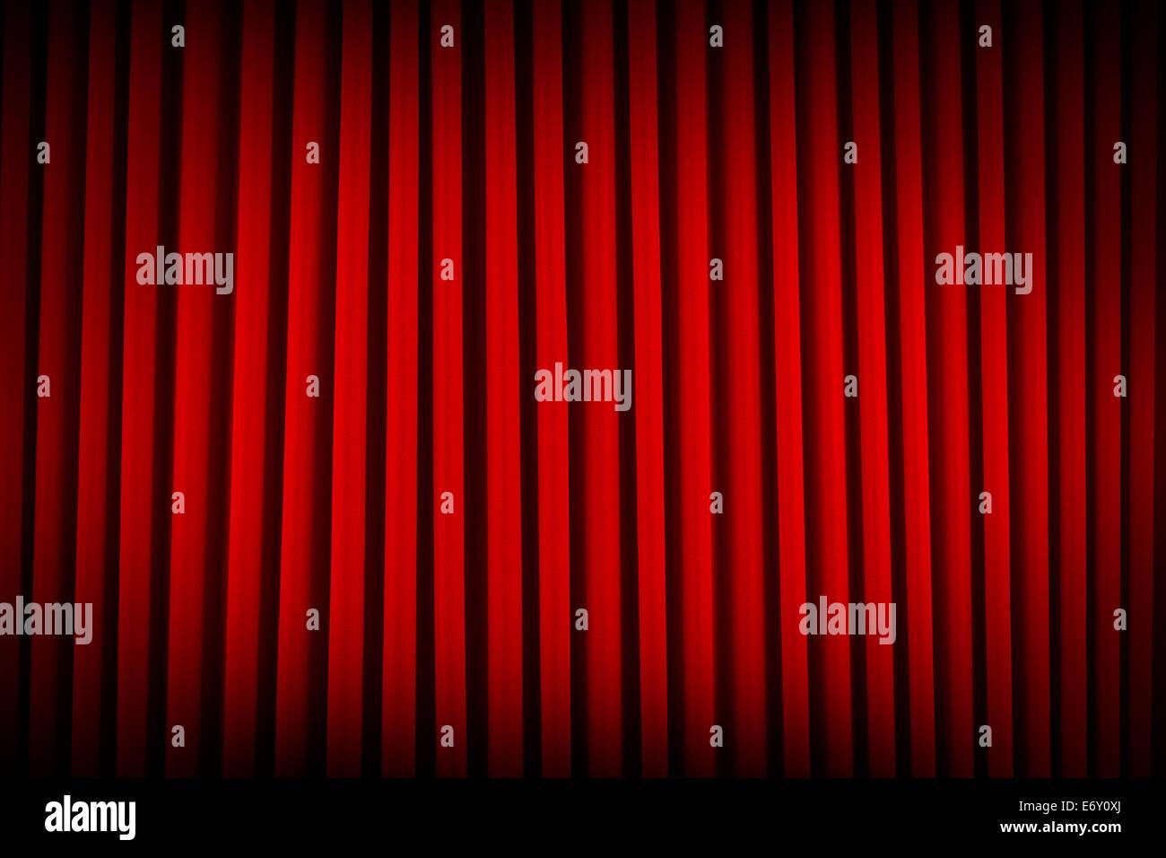 Red Velvet Kino Vorhänge verdunkeln ausgeleuchteten Hintergrund. Stockbild