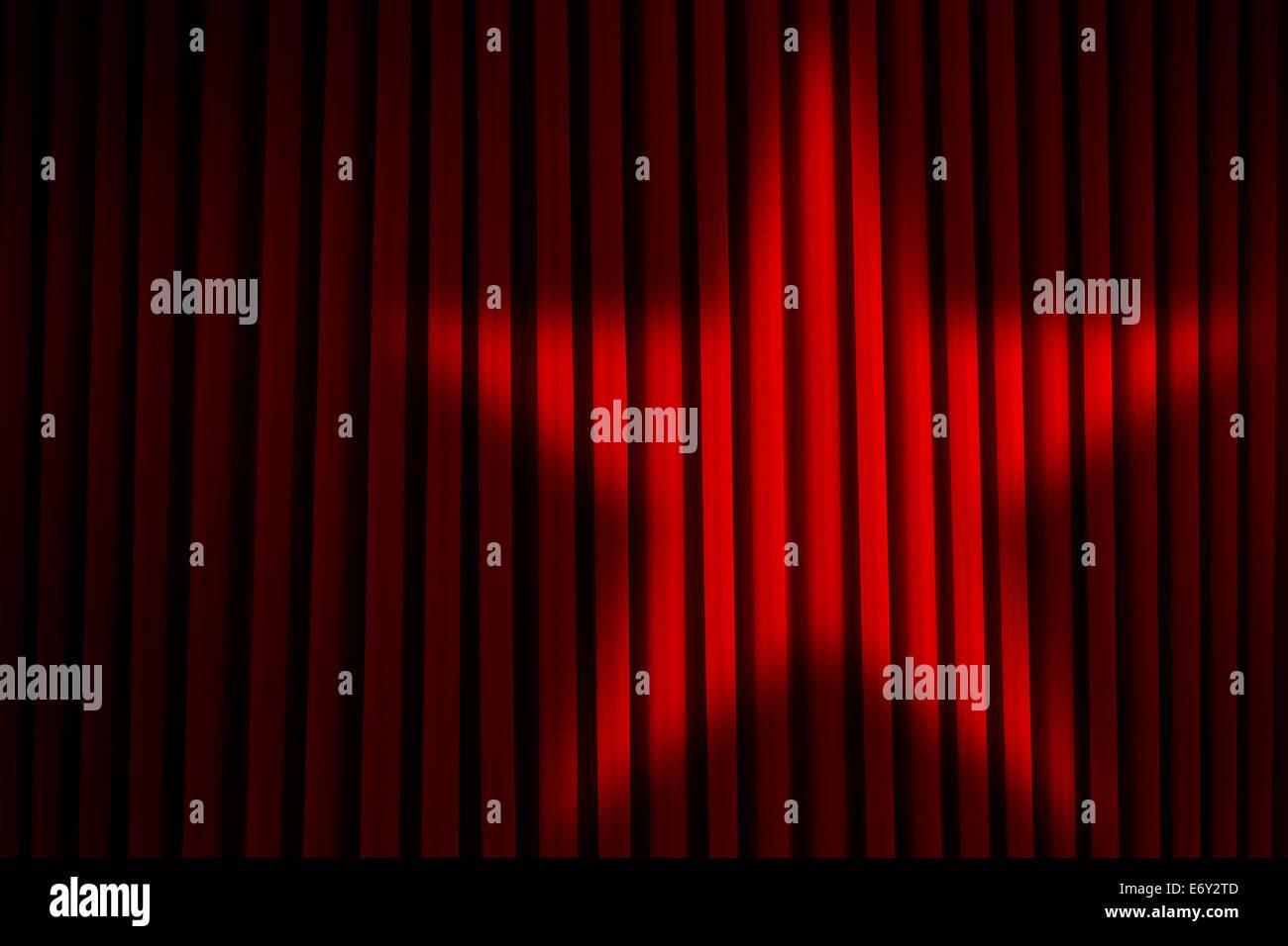 Rot-Theater Bühnenvorhänge mit Sterne Spotlight. Stockfoto