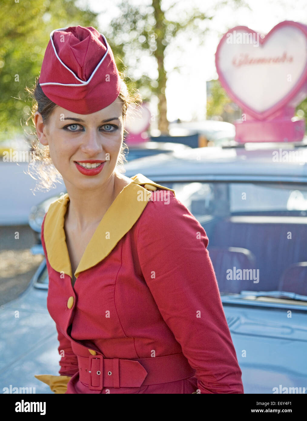 Lady Taxifahrer das Goodwood Revival Sussex UK Europa Stockbild