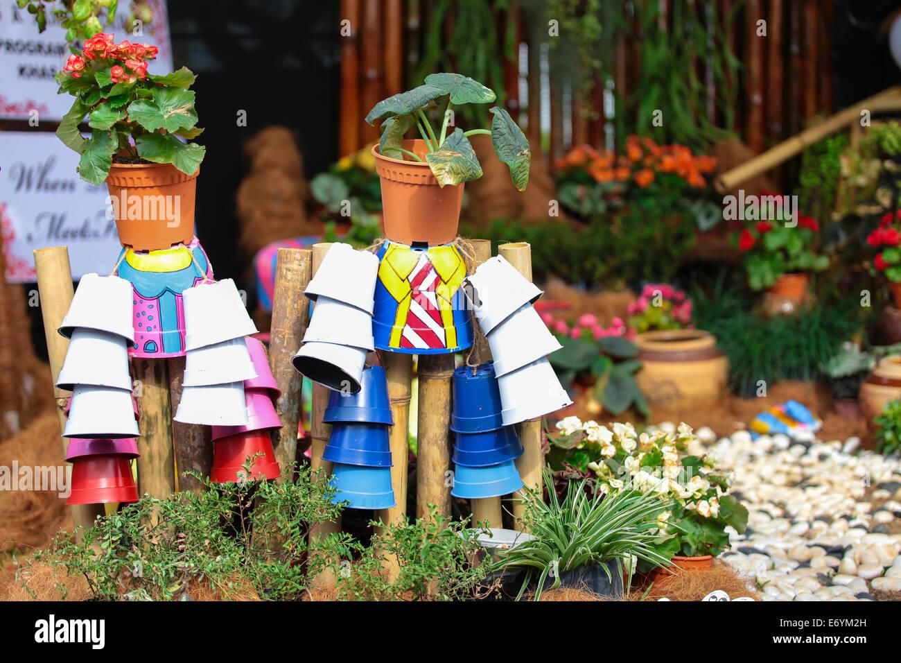 Kinder Basteln Gemacht Tassen Eine Schöne Dekoration Garten