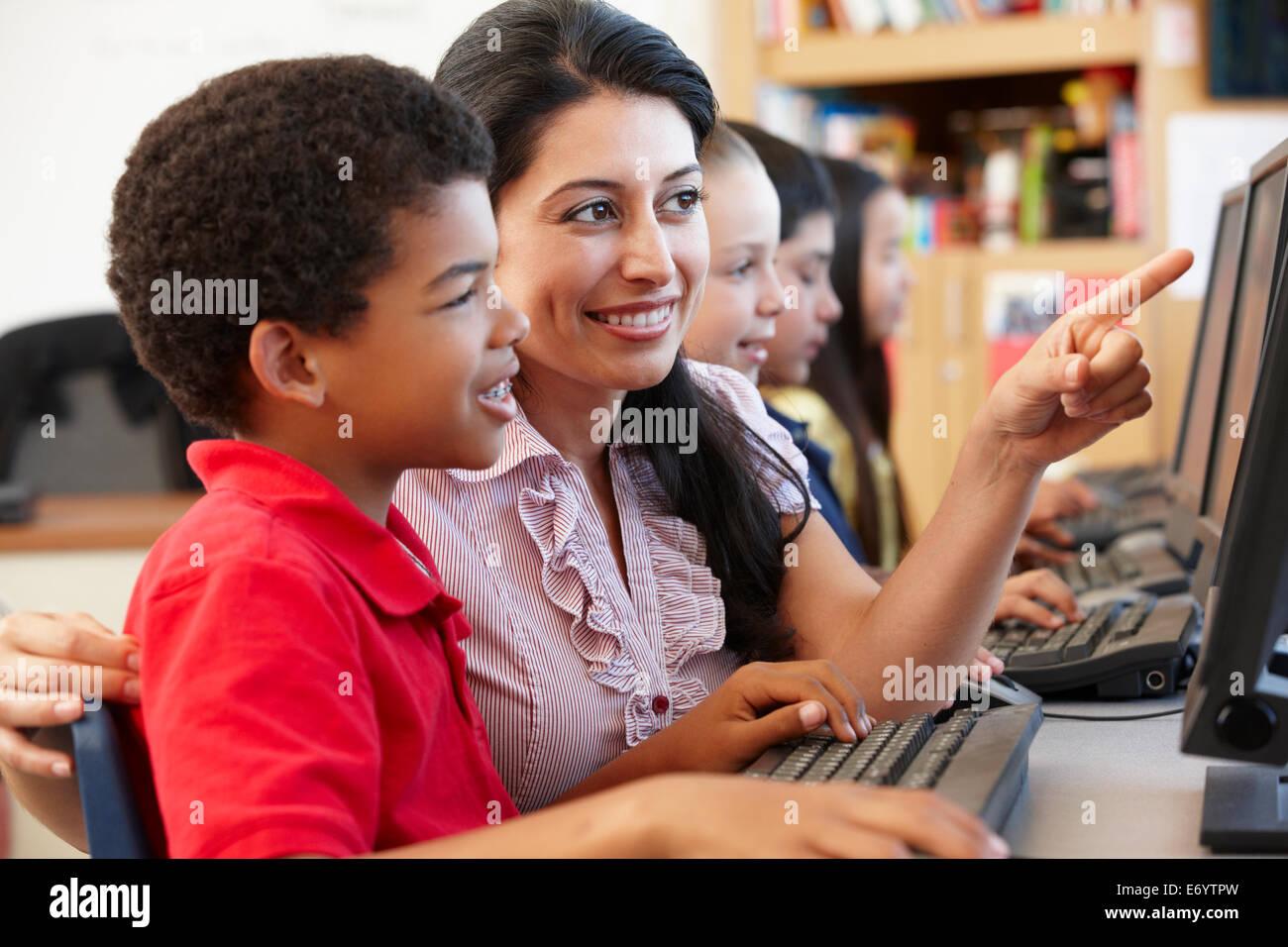 Lehrer und Schüler in der Klasse Stockfotografie - Alamy