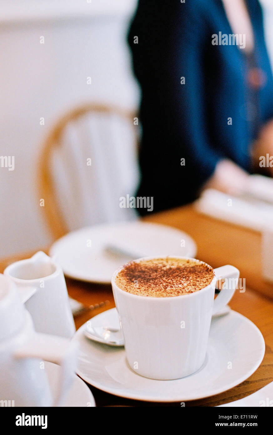 side view cappuccino cup on stockfotos side view cappuccino cup on bilder alamy. Black Bedroom Furniture Sets. Home Design Ideas