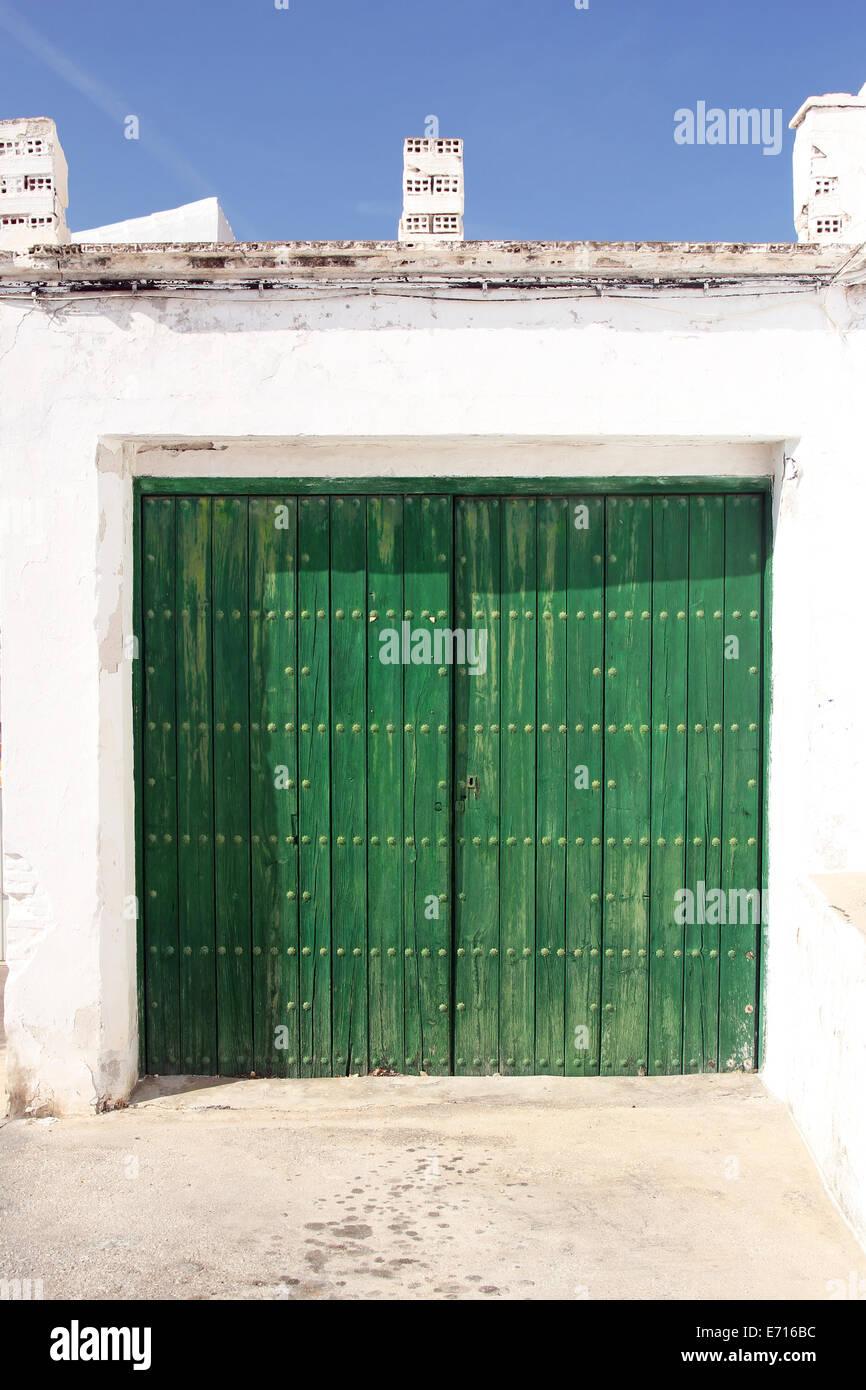 Garagentor holz grün  grünes Holz Garagentor Stockfoto, Bild: 73171040 - Alamy