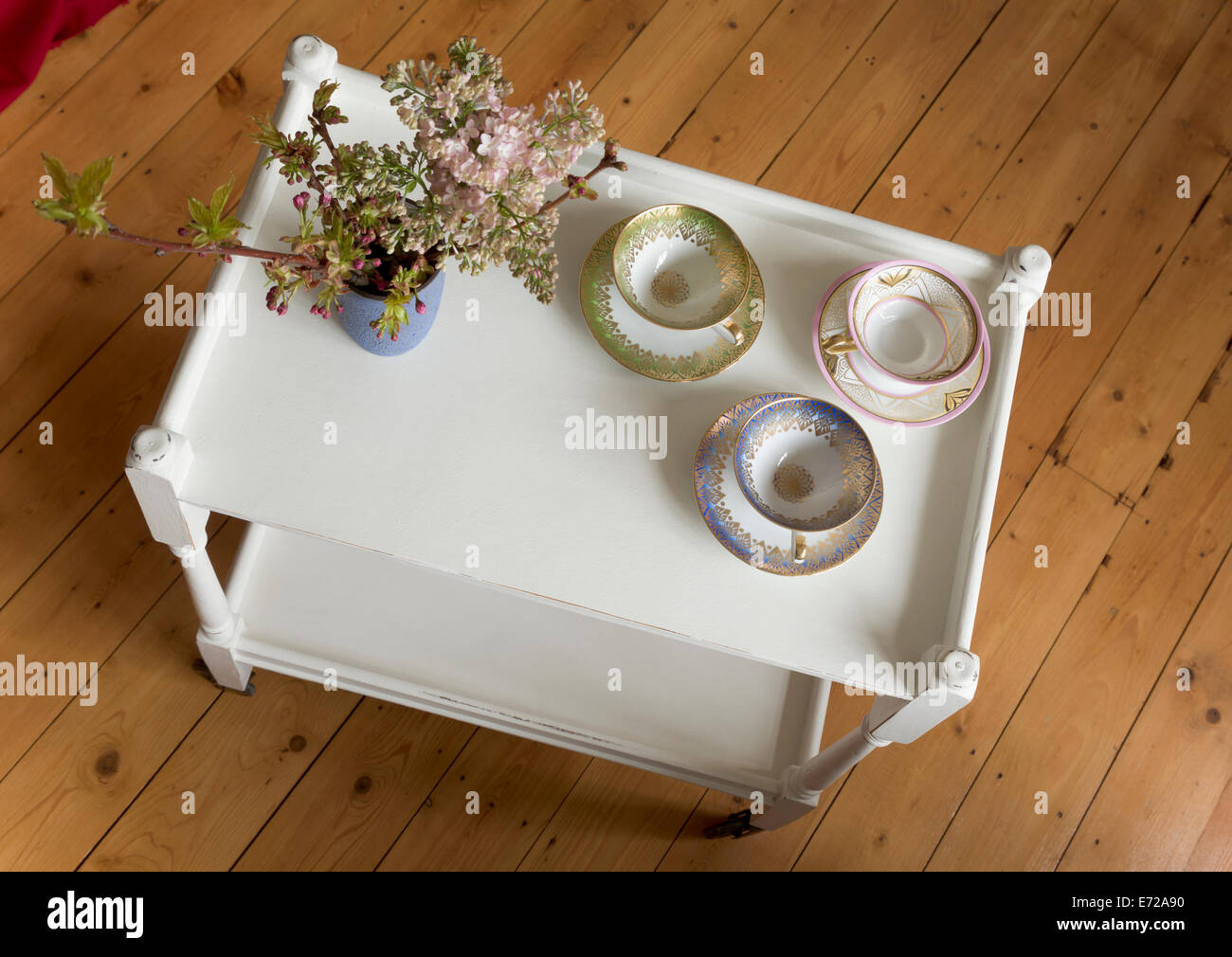 shabby chic servierwagen stockfoto bild 73196060 alamy. Black Bedroom Furniture Sets. Home Design Ideas