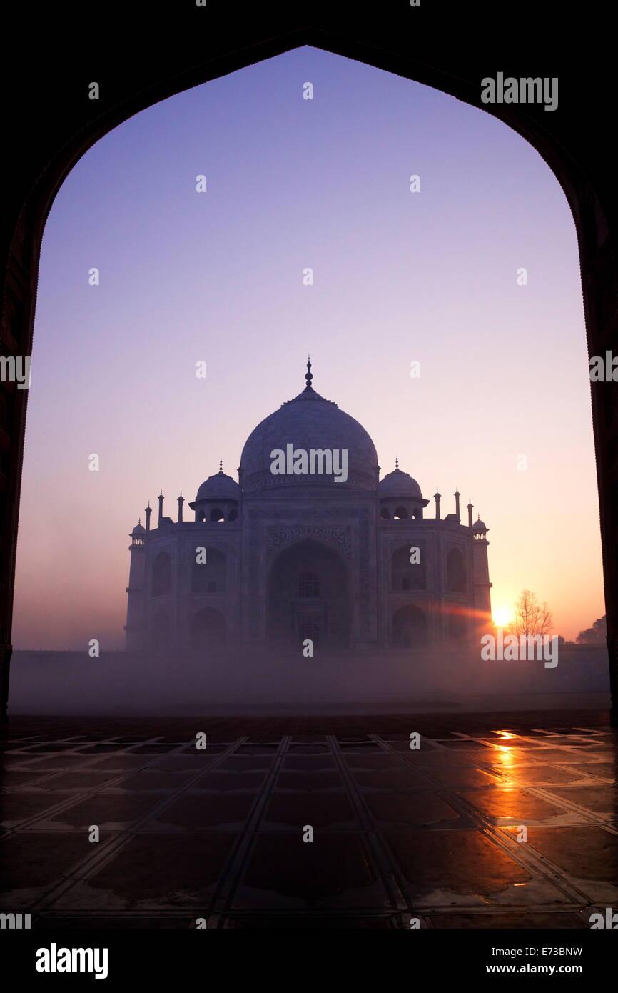 Taj Mahal bei Sonnenaufgang, UNESCO-Weltkulturerbe, Agra, Uttar Pradesh, Indien, Asien Stockbild