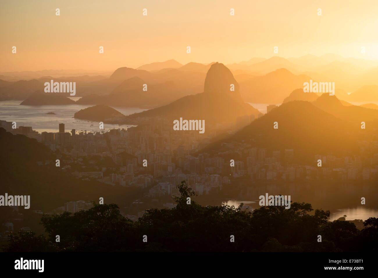 Blick vom chinesischen Vista bei Dämmerung, Rio De Janeiro, Brasilien, Südamerika Stockbild