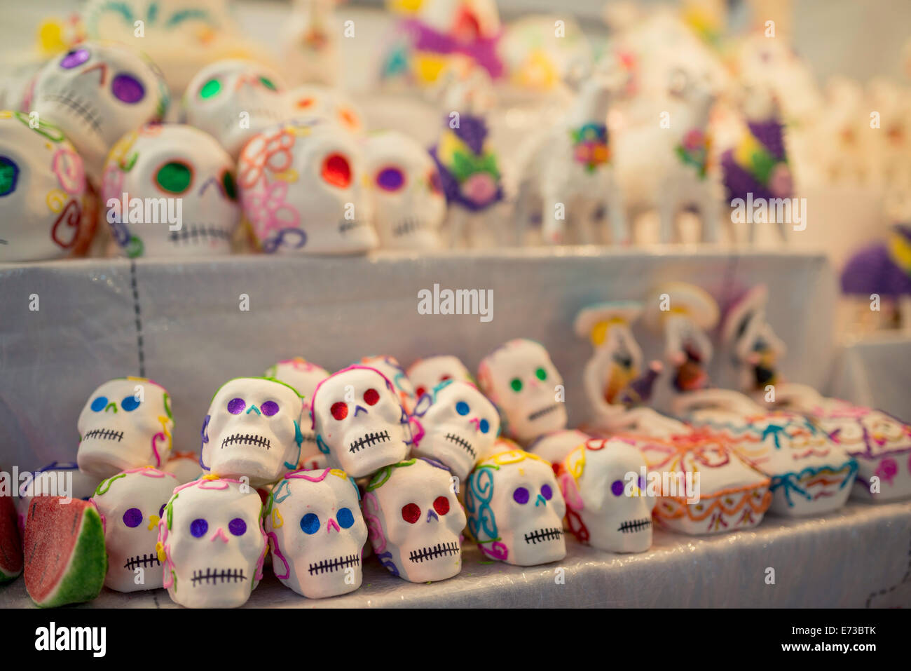 Dia de Los Muertos (Tag der Toten) Souvenirs, San Miguel de Allende, Guanajuato, Mexiko, Nordamerika Stockbild