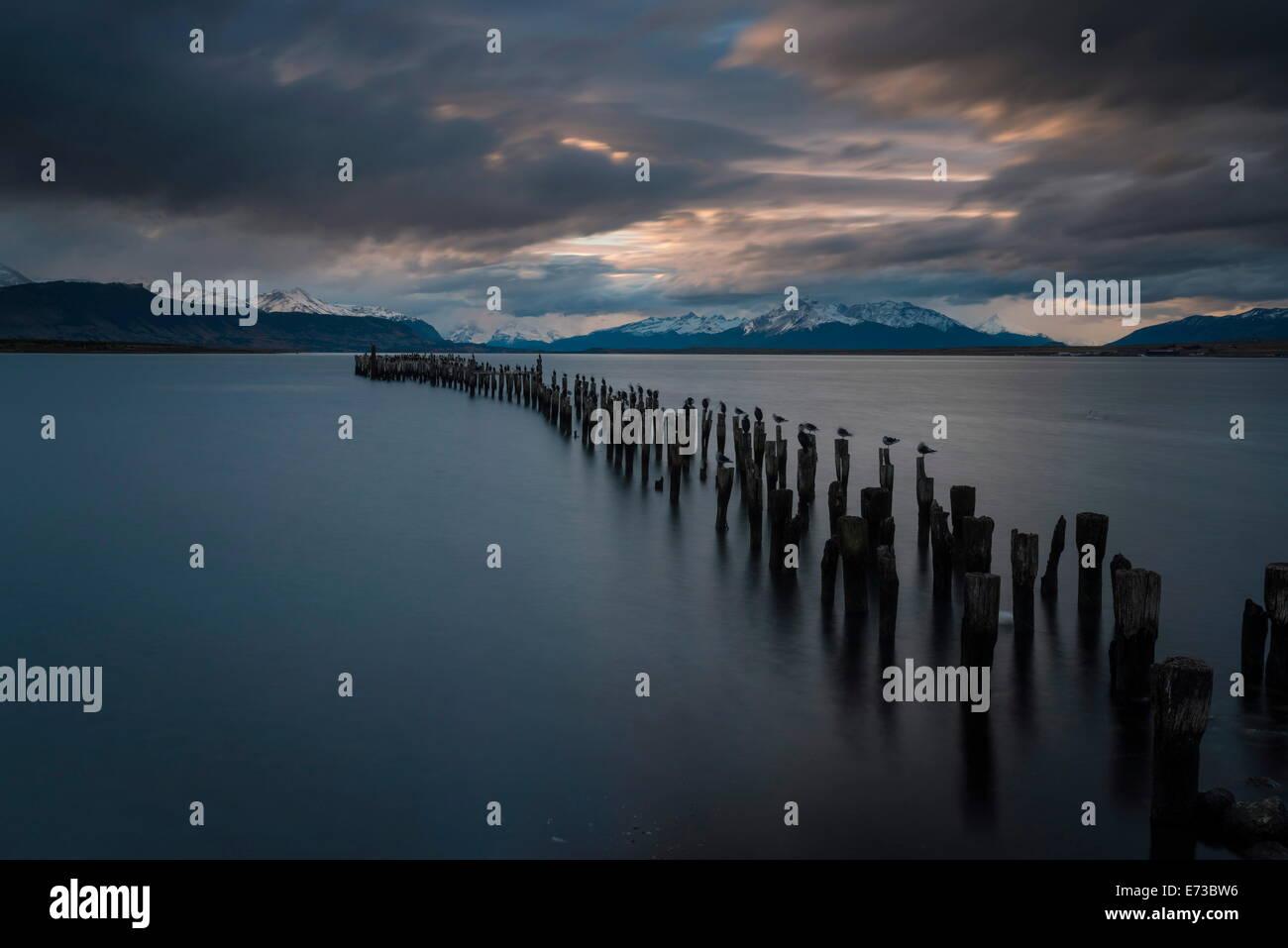 Dämmerung über die letzte Hoffnung Sound, Puerto Natales, Patagonien, Chile, Südamerika Stockbild