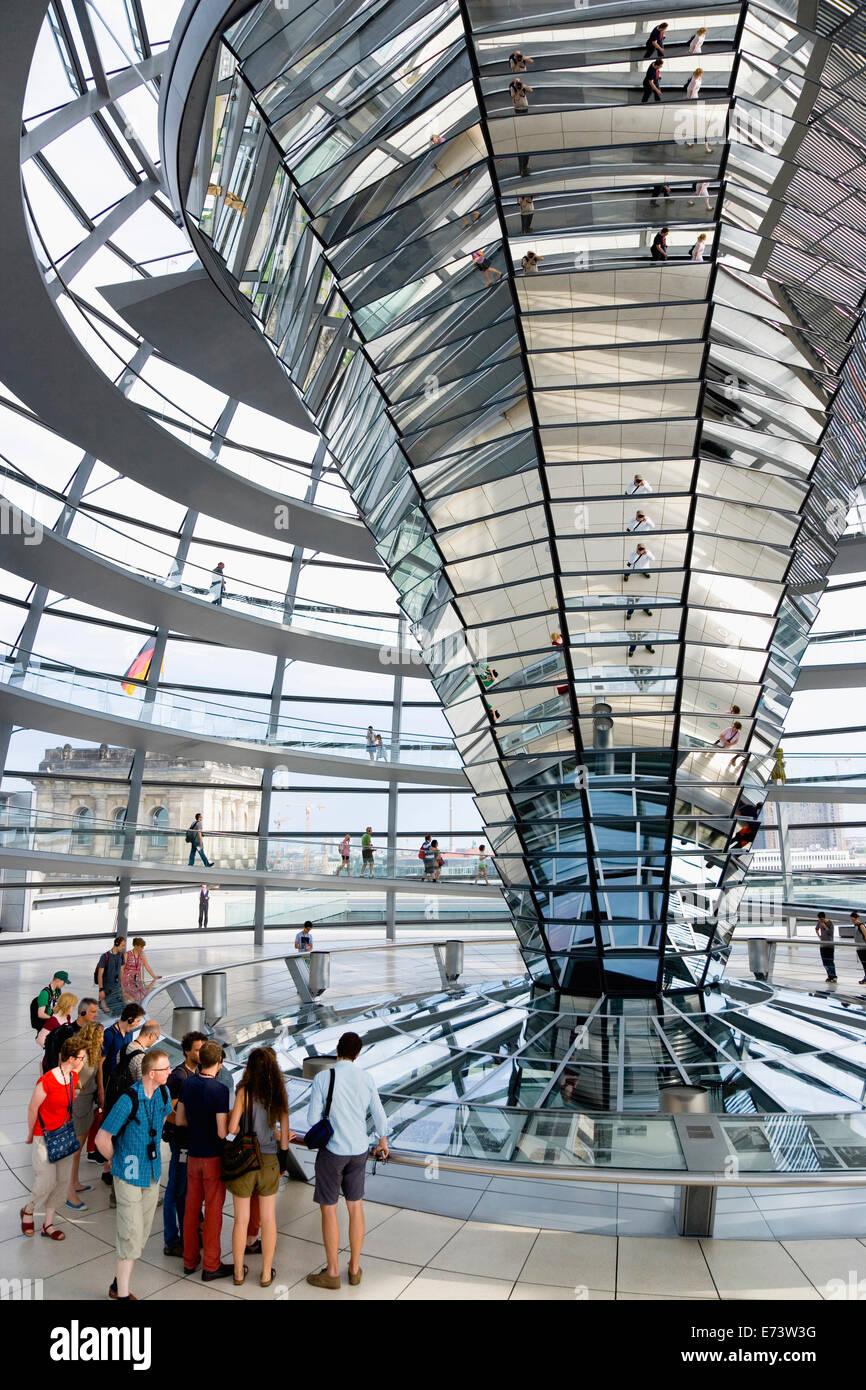 Deutschland, Berlin, Mitte, Tiergarten, innen der Glaskuppel auf dem ...