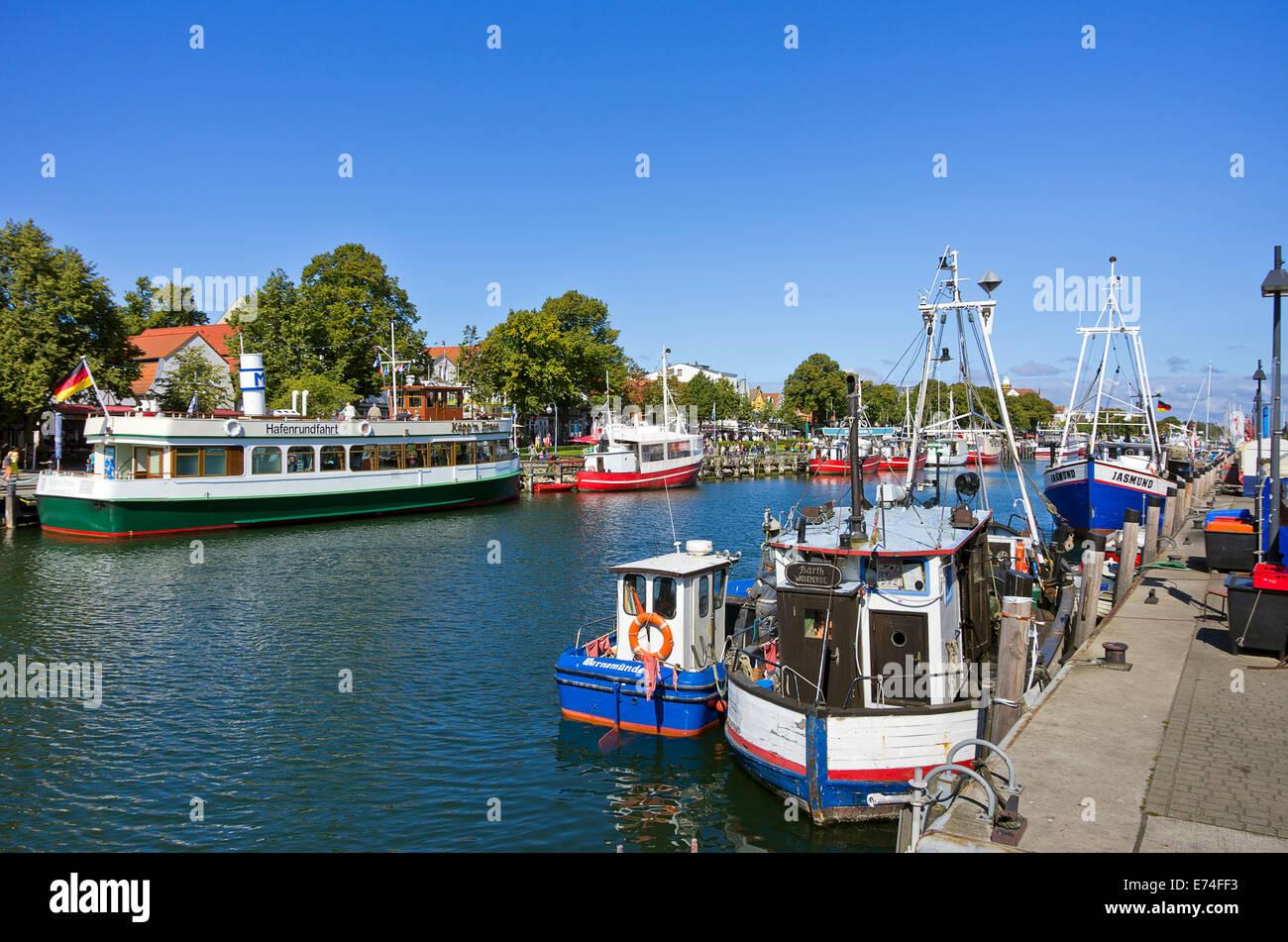 Am alten strom kanal in rostock warnem nde deutschland for Urlaub ostsee warnemunde