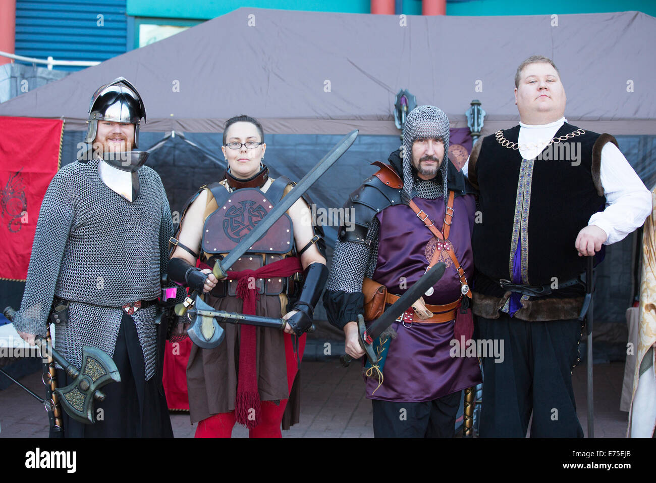 Calgary, Kanada. 7. September 2014.  Mitglieder von der live-Action Rollenspiel-Gruppe Allianz Alberta besuchen Stockbild