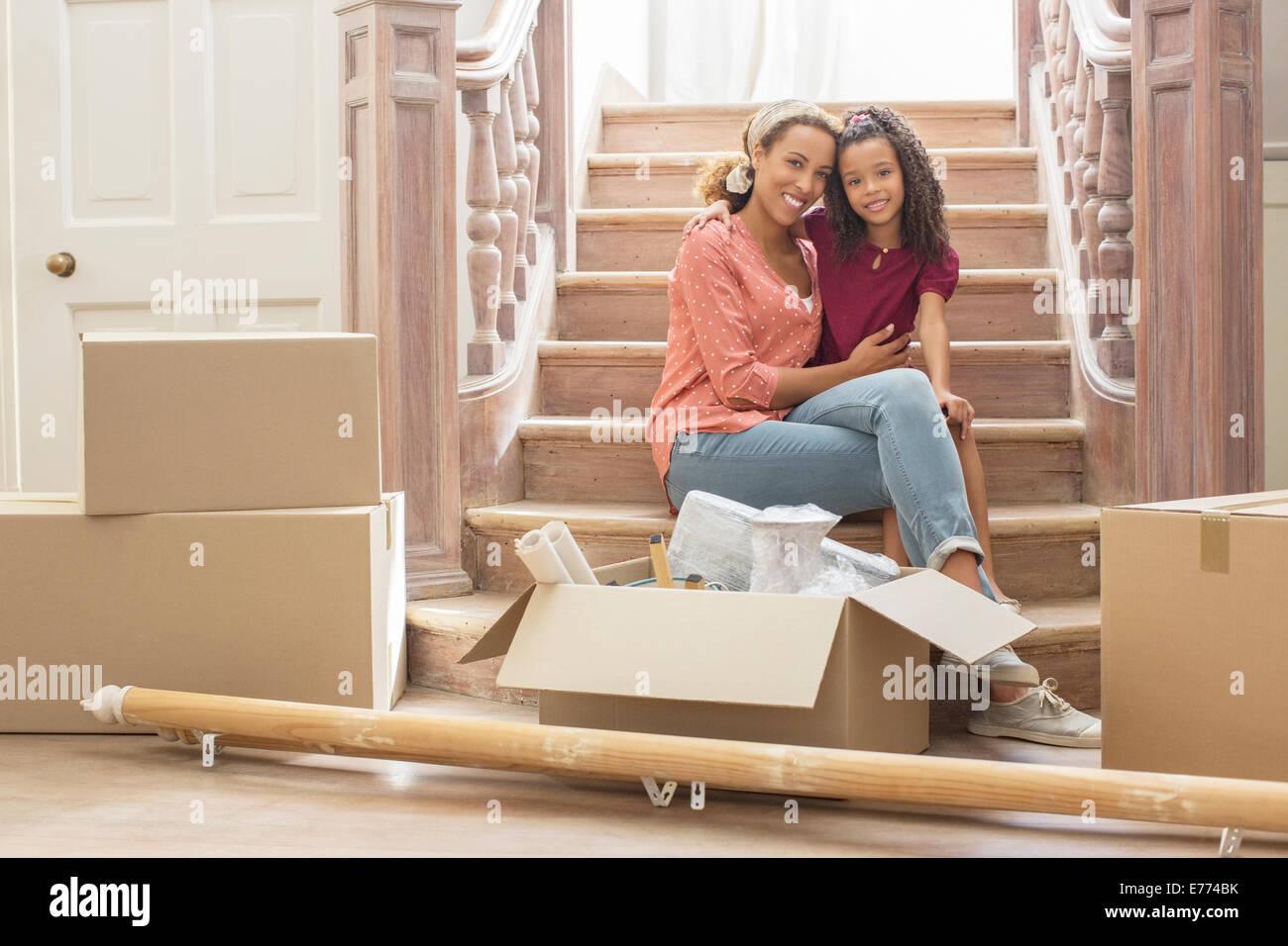 mutter und tochter umarmt auf treppe stockfoto bild 73301191 alamy. Black Bedroom Furniture Sets. Home Design Ideas