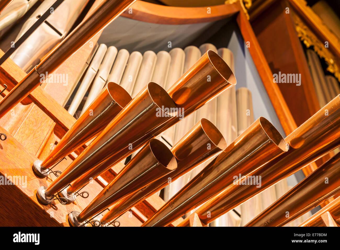 Eine Orgel in einer Kirche. Stockbild