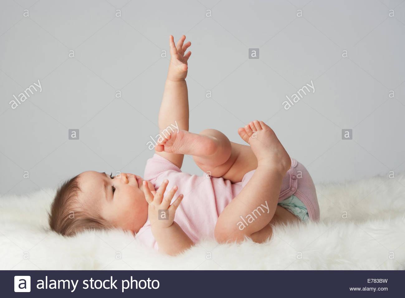 Ein Baby liegend Stockbild