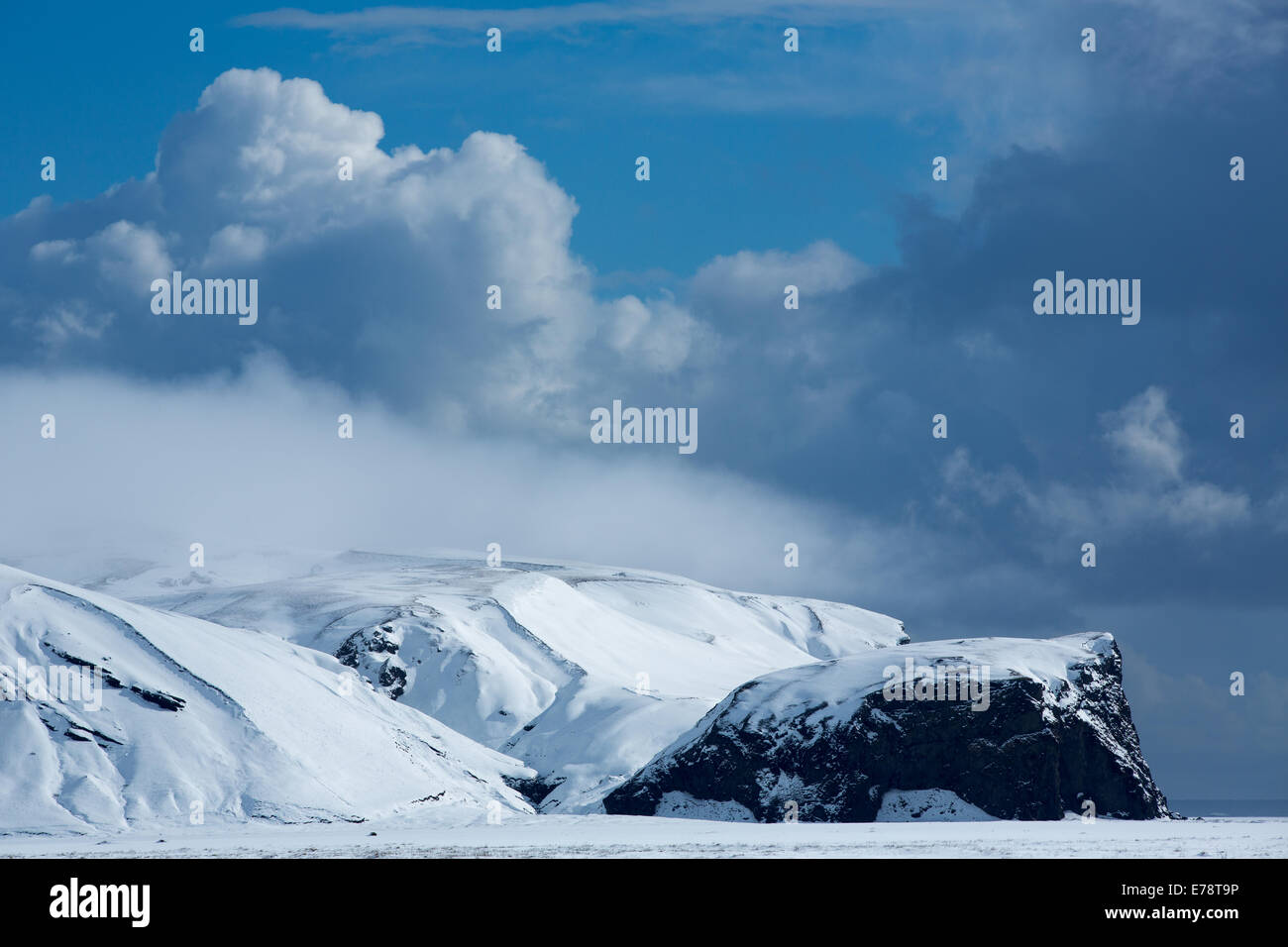 Harfursey im Schnee, Myrdalssandur, southern Island Stockbild