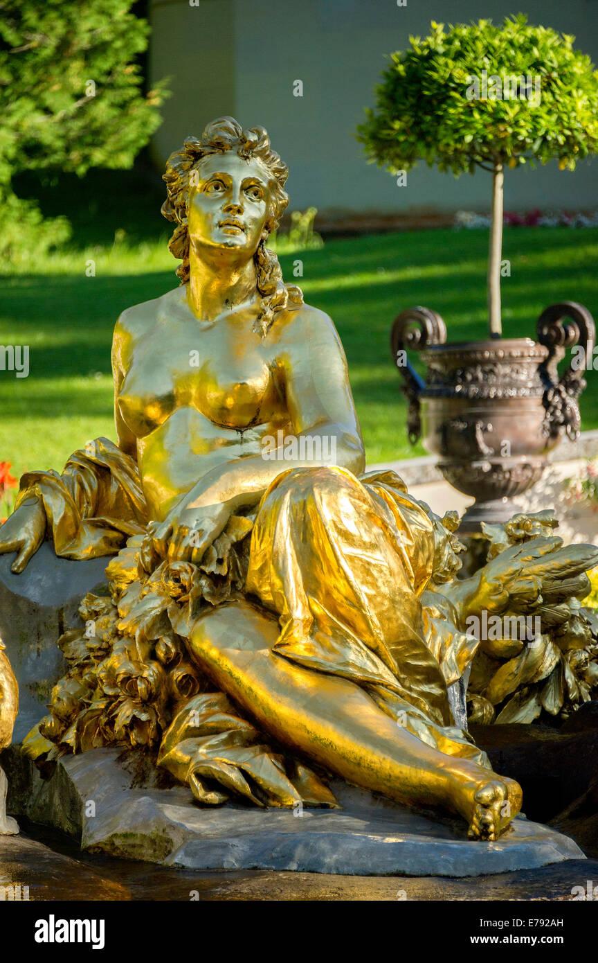 Ein Wasserbecken Brunnen Flora Schloss Garten Schloss