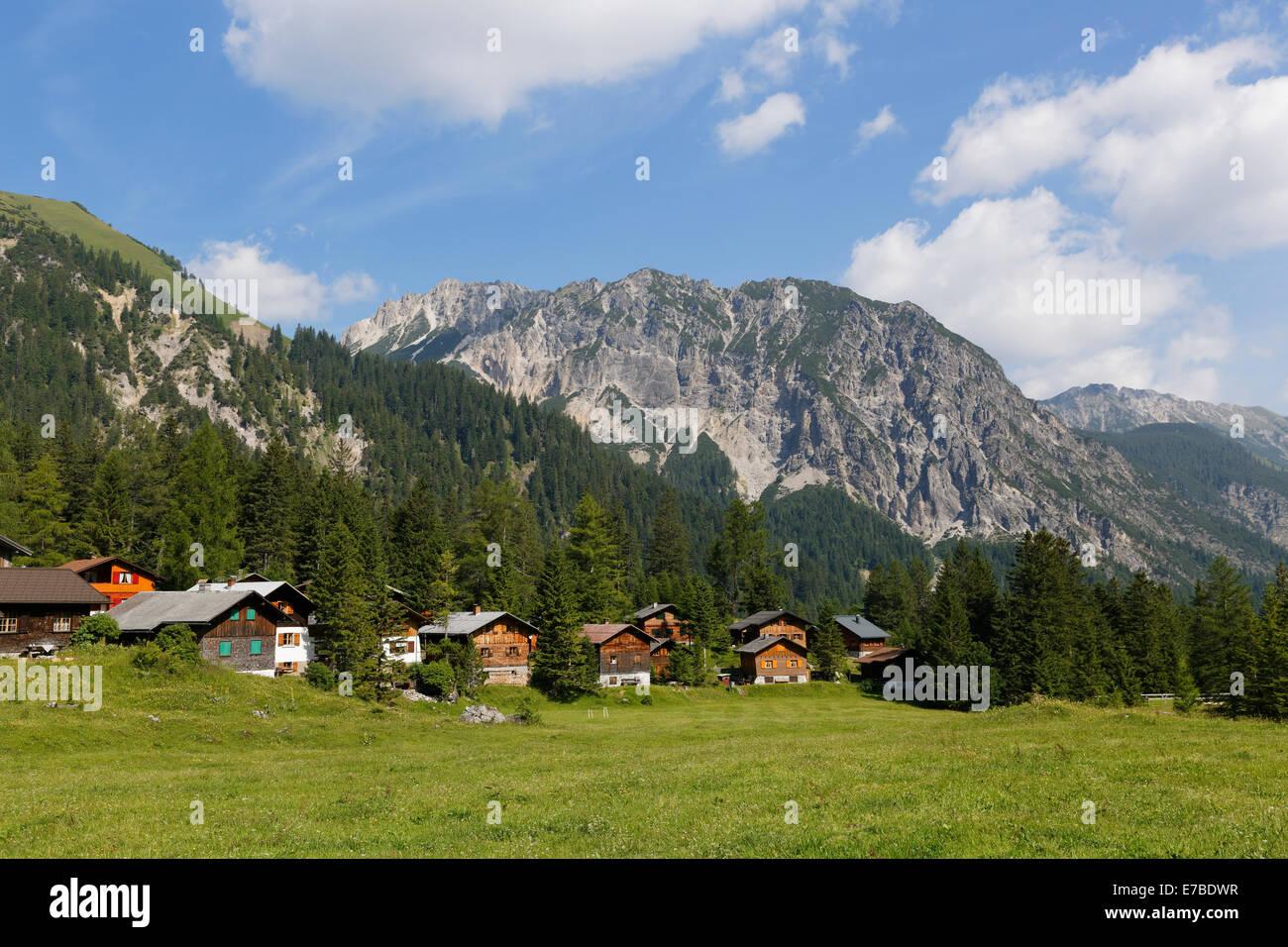 Nenzinger Himmel Bergdorf in den Rücken Rauher Berg, Gamperdonatal, Nenzing Gemeinschaft, Rätikon, Vorarlberg, Stockbild