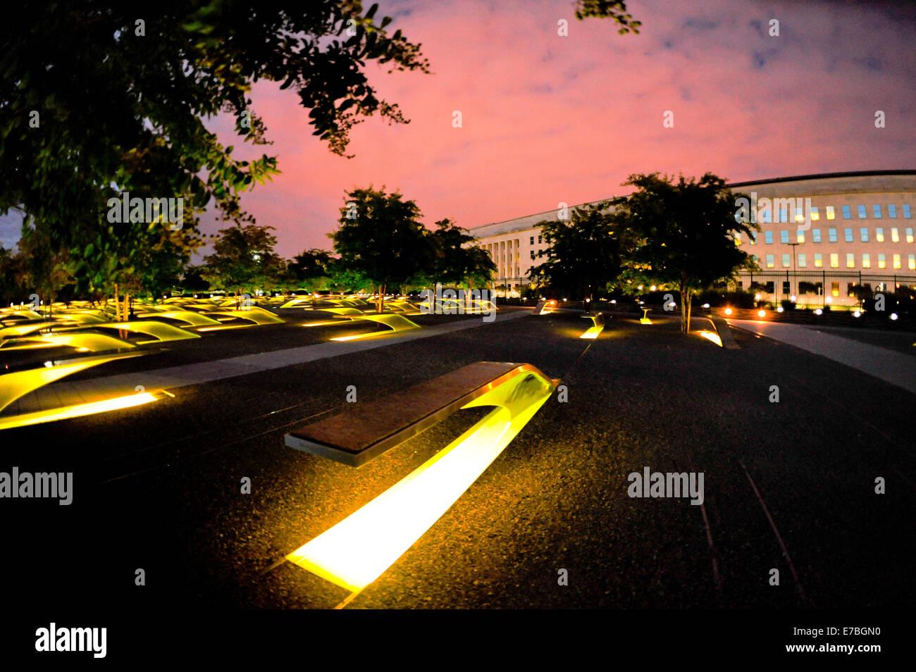 Pentagon 9/11 Memorial Licht in der Nacht zum Jahrestag von 9/11 Terroranschläge im Pentagon 11. September Stockbild