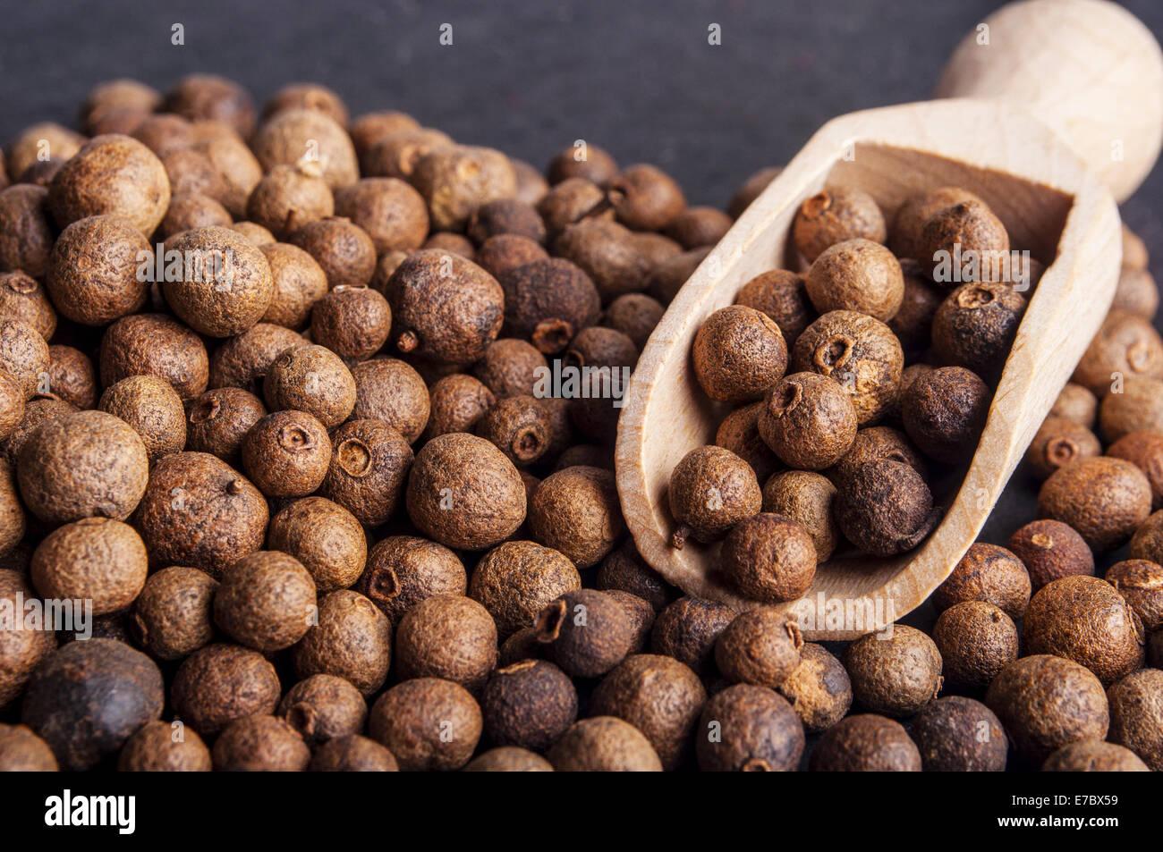 Piment (Jamaica Pfeffer) Beeren Textur, full-Frame-Hintergrund. Als ...