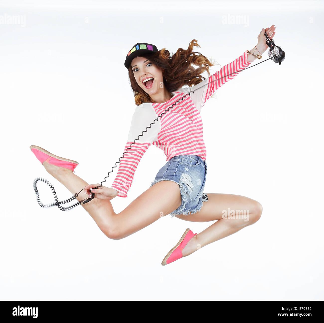 Lebensstil. Dynamische animierte lustige Frau springen. Freiheit Stockbild
